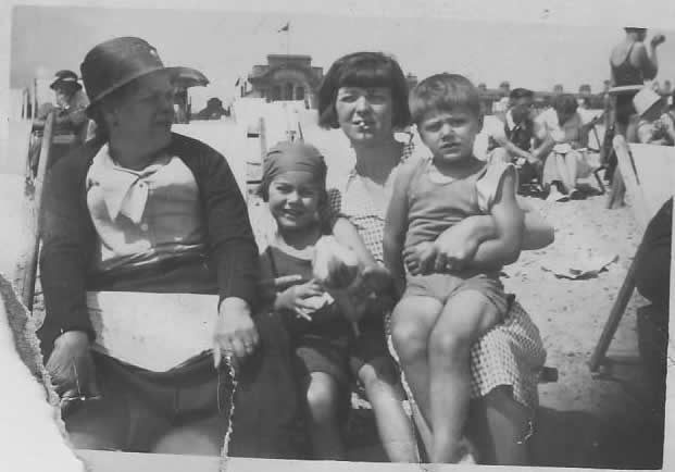 Alice, Doll, Renee and David at the beach